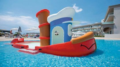 Photo from TUI website boat